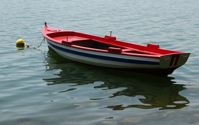 Safest ways to stay afloat when your small craft capsizes